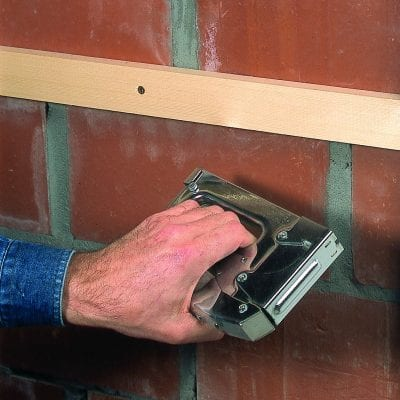 Fixing wall panels to battens