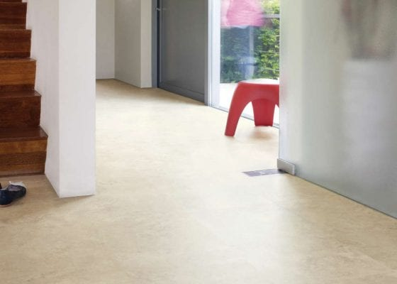 Quick redecoration tips - hallway floor transformation